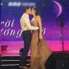 Kim Lý táo bạo hôn Hồ Ngọc Hà đầy dễ thương trên sân khấu khiến khán giả thích thú ủng hộ nhiêt liệt