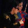 Sơn Tùng M-TP nhắng nhít chụp hình cùng Đỗ Mỹ Linh ở hàng ghế đầu show Công Trí
