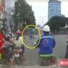 Qua mặt CSGT, tên cướp lôi cô gái xềnh xệch hàng chục mét trước sự la hét kinh sợ của người đi đường