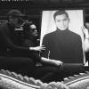 H'Hen Niê khóc nghẹn trên xe tang đưa tiễn stylist Mì Gói về nơi an nghỉ cuối cùng