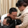 Rải 180 nghìn tờ rơi khắp nơi, người cha cuối cùng đã đoàn tụ với con trai sau 24 năm trời mất tích