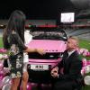 Chàng trai dùng siêu xe tiền tỷ Range Rover màu hồng cầu hôn bạn gái khiến CĐM ghen đỏ mắt
