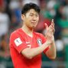 Hot boy đội tuyển Hàn Quốc khóc nức nở khi gặp Tổng thống sau trận thua Mexico