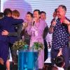 Lần hiếm hoi Hoài Linh vừa hát, vừa nhảy tưng bừng tại một đám cưới của V-biz