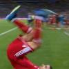Cầu thủ Iran khiến đồng đội