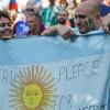 Fan Argentina sụt sùi năn nỉ