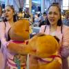 Phản ứng của Bảo Anh khi để mặt mộc ra sân bay nhưng bị fan liên tiếp quay hình?