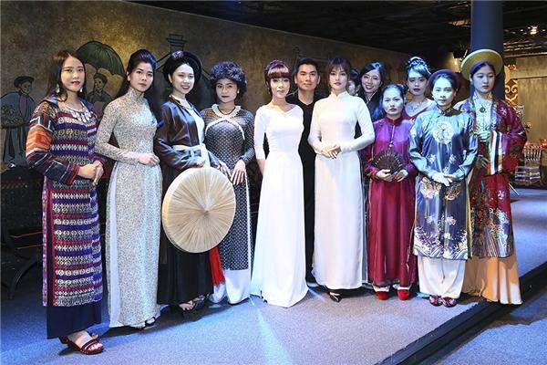 Mỹ nhân gốc Nam Định sẽ trở lại sàn diễn với tư cách khách mời đặc biệt cho đêm diễn văn hoá thời trang, tôn vinh vẻ đẹp của tà áo dài Việt Nam Xưa và Nay.Đây là một trong những hoạt động nhằm hưởng ứng Lễ hội Áo dài TP.HCM lần thứ 4, được tổ chức từ ngày 3 đến ngày 17/3/2017.