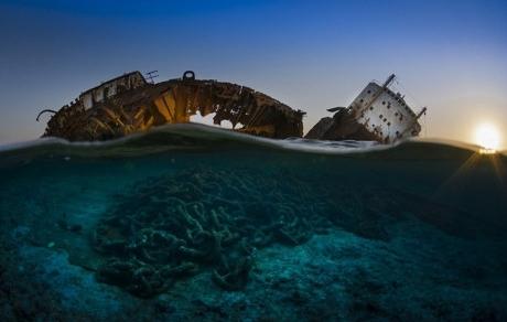 Xác tàu đắm của nhiếp ảnh gia Louilla chụp tại eo biển Tiran -Ai Cập.