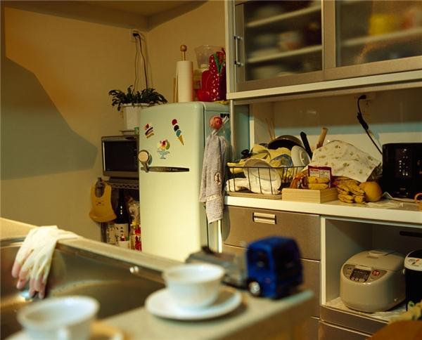 Một góc bếp của gia đình người Nhật, tuy nhỏ nhưng lại có đầy đủ các trang thiết bị vô cùng tiện nghi và đặc biệt là trông rất ấm cúng.