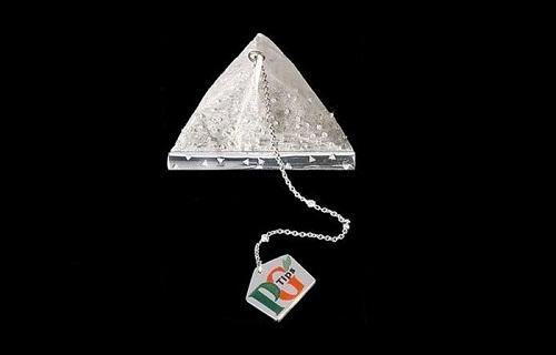 Túi đựng trà đính kim cương.