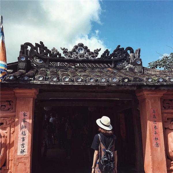 Góc chụp tại lối vào chùa. (Ảnh: Instagram @thaophuong___)