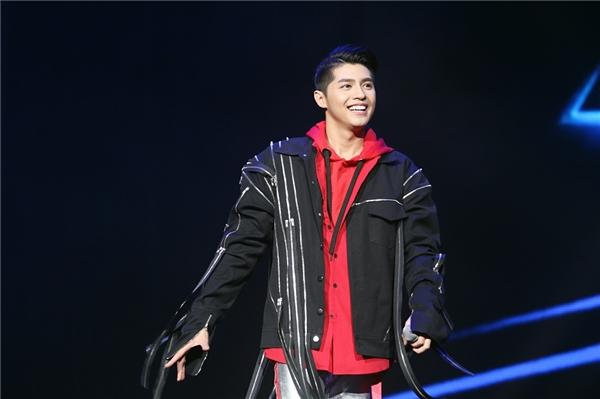 Một lần nữa, Noo Phước Thịnh khiến khán giả trong nước tự hào khi giới thiệu đến bạn bè quốc tế hình ảnh một ca sĩ Việt Nam đầy tài năng và chuyên nghiệp. - Tin sao Viet - Tin tuc sao Viet - Scandal sao Viet - Tin tuc cua Sao - Tin cua Sao