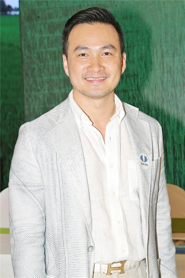 Diễn viên Chi Bảo đại diện cho quỹ từ thiện của mình tham gia chương trình lần này để chung tayhỗ trợ mổ hàm ếch đem lại nụ cười cho trẻ thơ.