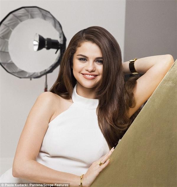 Muốn thay đổi bản thân, Selena Gomez bất ngờ cắt phăng mái tóc dài