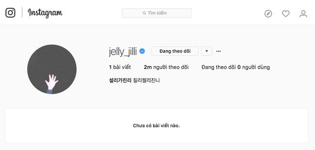 """Và sau khi bị netizen xứ Hàn chỉ trích thích gây sự chú ý với bài đăng mới nhất, nữ thần tượng lại tiếp tục """"thanh tẩy"""" Instagram lần nữa khi xóa sạch các bài đăng không để lại """"dấu vết""""."""