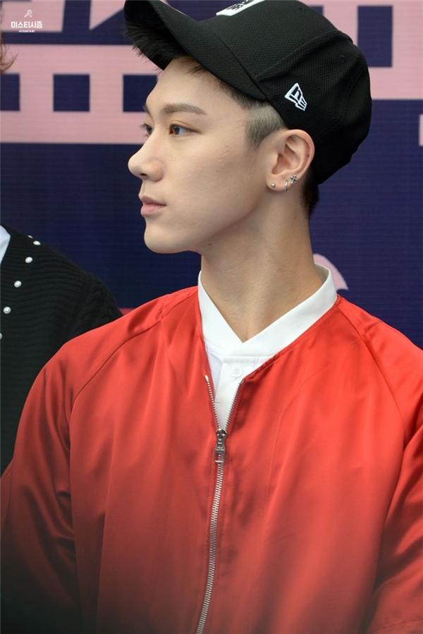 Chàng idol người Thái của nhóm nhạc tân binh NCT có một tình yêu to lớn với khuyên tai. Các fan cực kỳ thích thú khi biết được Ten có tận khoảng 11 lỗ xỏ trên tai mình.