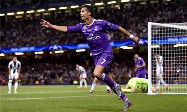 Ronaldo mở tỉ số cho Real với pha đệm bóng tinh tế