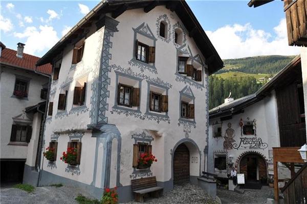 Điều đặc biệt là những ngôi nhà nhỏ xinh được trang trí vô cùngtrang nhã, đáng yêukhiến ai ghé quacũng chỉ muốn ở lại hoài.