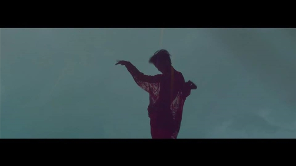 G-Dragon thay đổi bài hát chủ đề vào phút cuối vì scandal của T.O.P?
