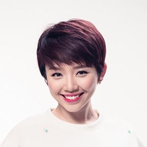 Ca sĩ Tóc Tiên