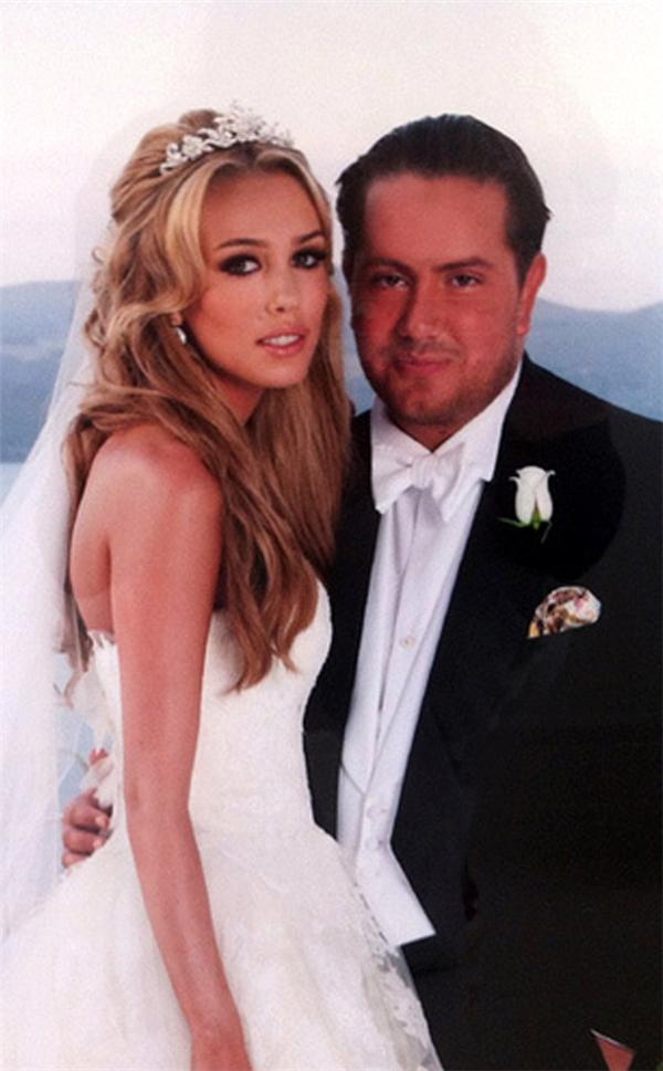Xếp vị trí thứ 6 trong danh sách là lễ cưới của con gái ông trùm giải đua xe công thức 1 Bernie Ecclestone – cô Petra Ecclestone cùng doanh nhân người Anh James Stunt diễn ra vào tháng 8/2011. Hôn lễ hoành tráng này được tổ chức tại lâu đài cổ được xây dựng vào thế kỷ 15 – Castello Orsini-Odescalchi gần với thành Rome (Ý) với chi phí19 triệu USD (430 tỷ đồng).