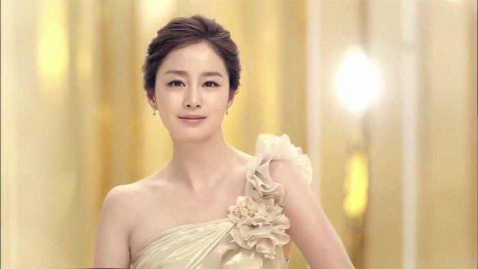 ...nhưng Kim Tae Hee vẫn luôn giữ được chomìnhmạoxinh đẹp, tươi sángvốn có.