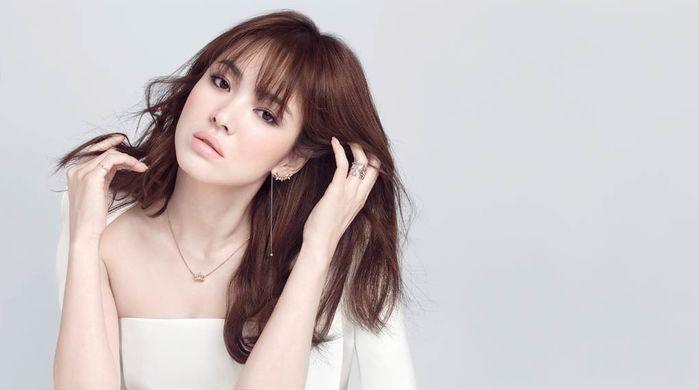 Song Hye Kyovẫn luôn xinh đẹp và thu hút mặc dù đang vô cùng bận rộn trong việc chuẩn bị cho đám cưới của mình.