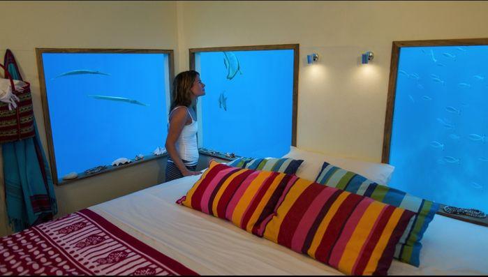 Bạn sẽ có thể tận hưởng cảm giác chuyển mình theo làn sóng khi ở khách sạn nửa nổi nữa chìm này đấy.