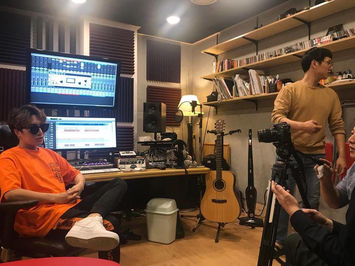 Nhạc sĩ trẻ 9x- Tác giả loạt hit của Hồ Ngọc Hà xuất hiện trên báo Hàn - Tin sao Viet - Tin tuc sao Viet - Scandal sao Viet - Tin tuc cua Sao - Tin cua Sao