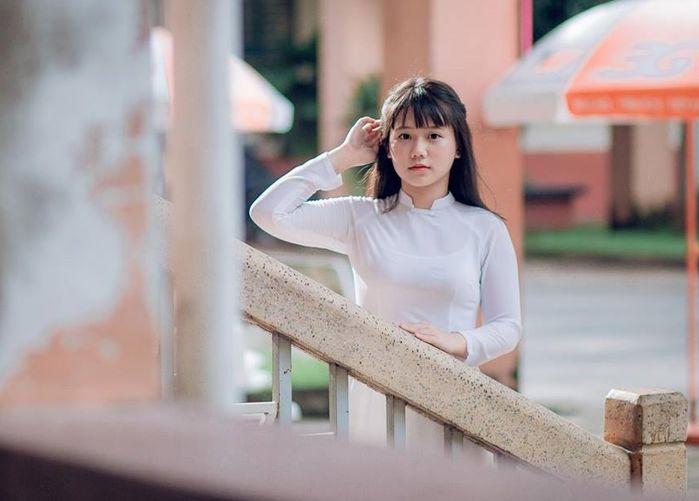 Trong hình ảnh một cô nữ sinh mặc áo dài trắng trong sáng, Trúc Đào khiến người khác không thể không ngước nhìn
