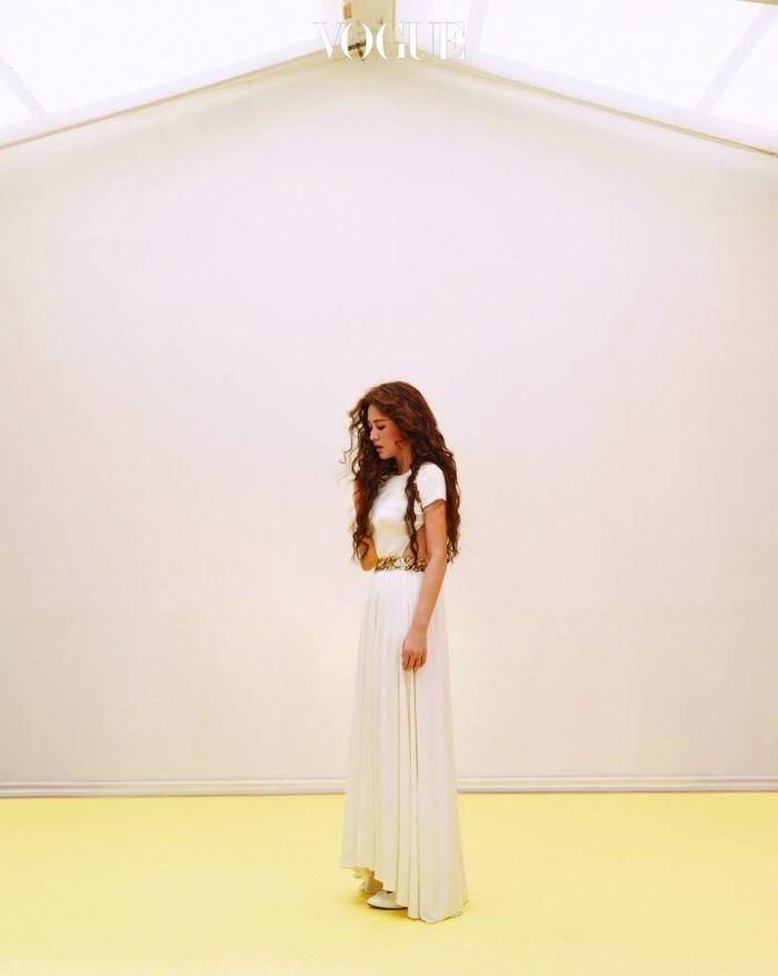 Song Hye Kyo lộng lẫy như nữ thần, khoe nhẫn kim cương trong loạt ảnh cưới