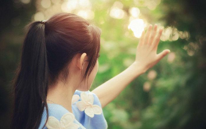 Hạnh phúc tưởng như sắp chạm tới lại hóa hư vô, anh không bước về phía em mà lại đẩy tới một người khác...