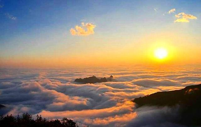 Bình minh trên đỉnh núi Muối. (Ảnh: lylyvii)