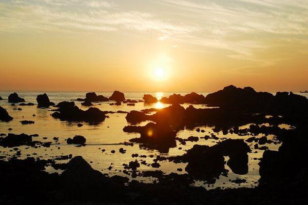 Bình minh trên đảo Lý Sơn mang đến cho bạn khung cảnh lãng mạn. (Ảnh: hanotour)