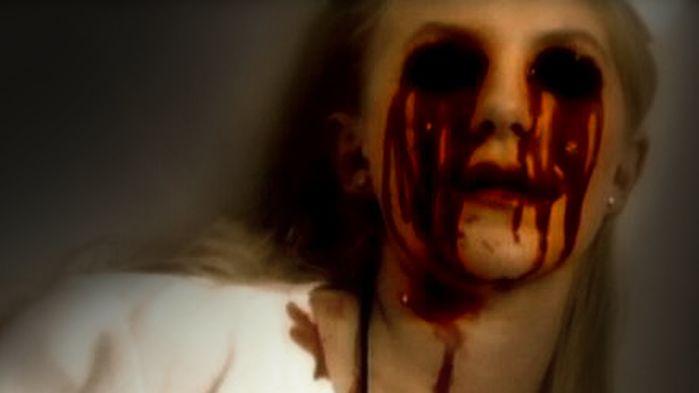 Theo truyền thuyết, Bloody Mary sẽ móc mắt bạn nếu bạn triệu hồi ả...