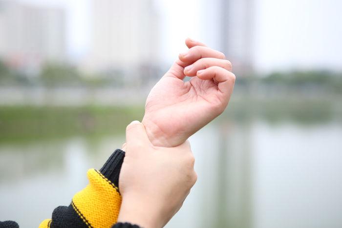 Chân tay tê, co thắt cơ, chuột rút..., những dấu hiệu cảnh báo cơ thể bạn đang gặp nguy hiểm