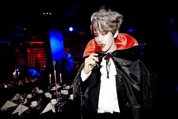 Ở buổi tiệc Halloween của SM, Baekhyun đã có màn hóa thân trọn vẹn thành một ma cà rồng khát máu.