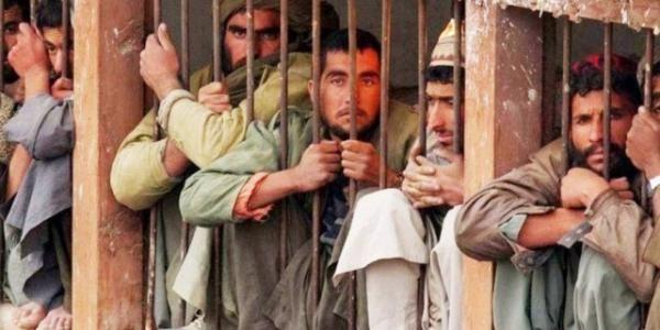 Những phạm nhân ở nhà tùDiyarbakir, Thổ Nhĩ Kìbị giam giữ như động vật trong một chiếc lồng sắt, không có nơi nào để hoạt động đi lại
