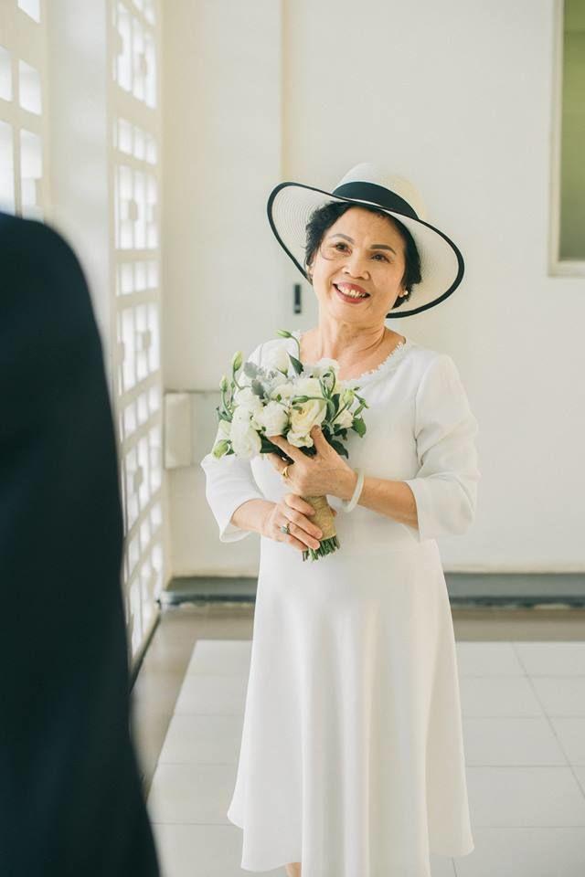 Câu chuyện thời bố mẹ mình khiến dân mạng ngưỡng mộ: 45 năm ở bên nhau chưa một lần mặc váy cưới