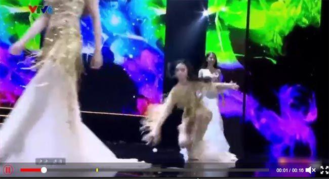 Bán kết Hoa hậu Hoàn vũ 2017: Diện đầm bó sát, nhiều thí sinh loạng choạng, té nhào trên sân khấu