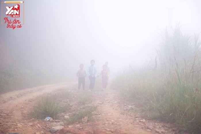 Hành trình đến với con chữ của học sinh miền núi: Dốc cao, đất đá vẫn miệt mài bám trường, học chữ