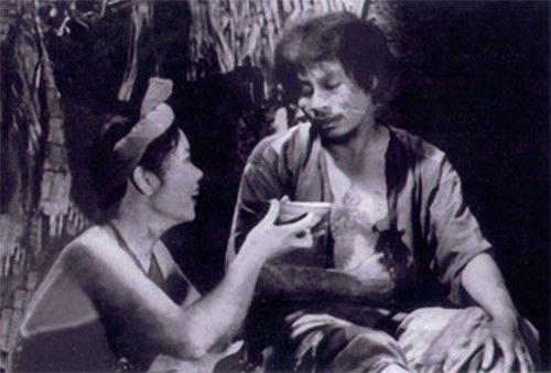 Cũng được biết, trong phim Chí Phèo, chỉ duy nhất diễn viên thủ vai Thị Nở là xuất hiện với trang phục áo yếm. Và cũng chỉ trong cảnh Thị Nở (Đức Lưu) bưng bát cháo Chí Phèo (Bùi Cường) ăn và không có sự xuất hiện của nhân vật nào khác. - Tin sao Viet - Tin tuc sao Viet - Scandal sao Viet - Tin tuc cua Sao - Tin cua Sao