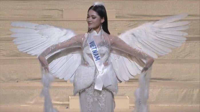 Trực tiếp Chung kết Hoa hậu Quốc tế 2017: Đại diện Việt Nam diện bikini bốc lửa, tự tin làm vedette