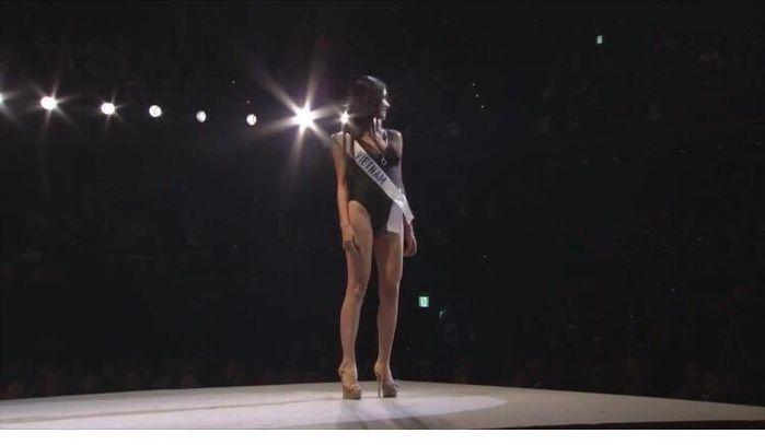 Á hậu Thùy Dung tự tin trình diễn vị trí kết màn trong phần thi bikini.