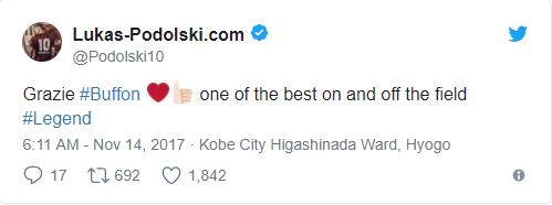 """Dòng chia sẻ ngắn của Lukas Podolski:""""Cảm ơn anh!Mộtthủ môn tuyệt vời! Huyền thoại!"""""""