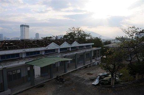 Hoang tàn sau bão tại đại học Nha Trang. (Ảnh: Đăng Lương).