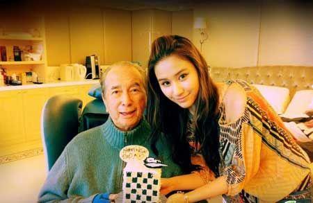 Laurinda chụp ảnh bên ông bố quyền lựcStanley Ho