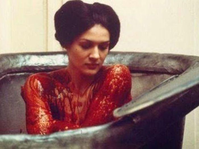 Bí ẩn Nữ vương xinh đẹp nhất châu Âu và bài thuốc cải lão hoàn đồng bằng... máu người