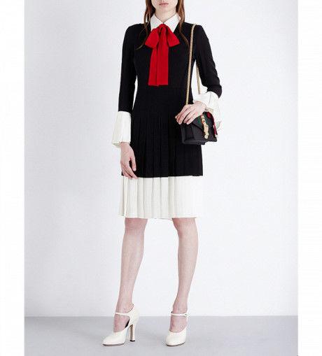 Nhưng dù gợi cảm đến đâu thì chiếc đầm của Ngọc Trinh vẫn là phiên bản copy của mẫu thiết kế từ thương hiệu nổi tiếng nước ngoài